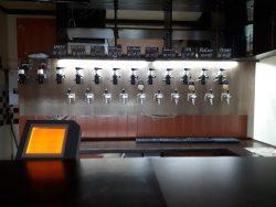 Фирменный паб мини-пивоварни Hop Republic в Киеве