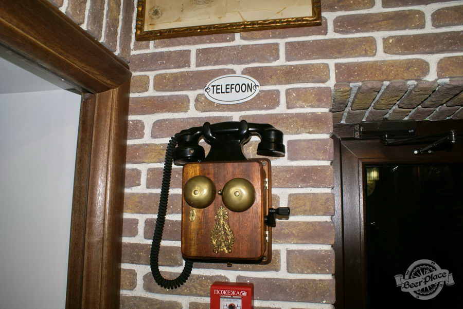 Обзор. Музей-ресторан Антверпен. Старинный телефона
