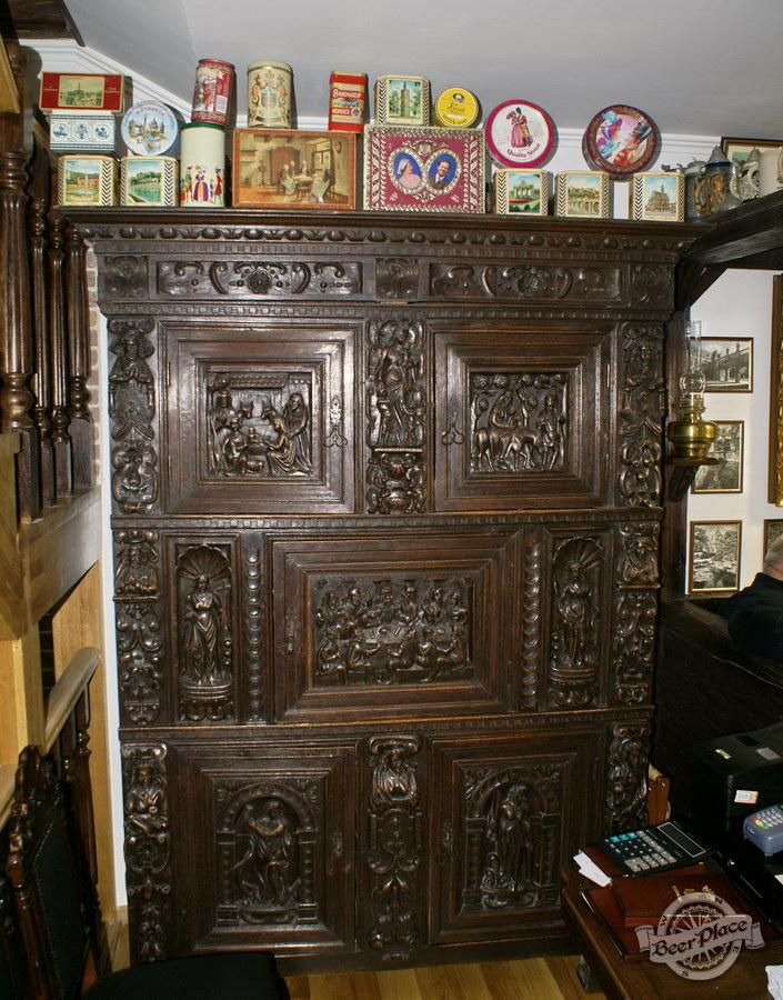 Обзор. Музей-ресторан Антверпен. Шкаф XVII века