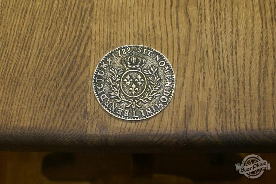 Обзор. Музей-ресторан Антверпен. Медали на столах