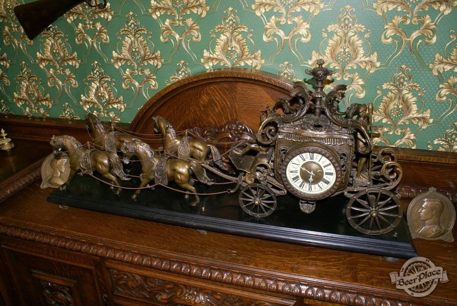Обзор. Музей-ресторан Антверпен. Часы в охотничьем зале