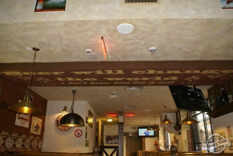Обзор паба Beer Point  на Подоле. Фото. Слоган на потолке