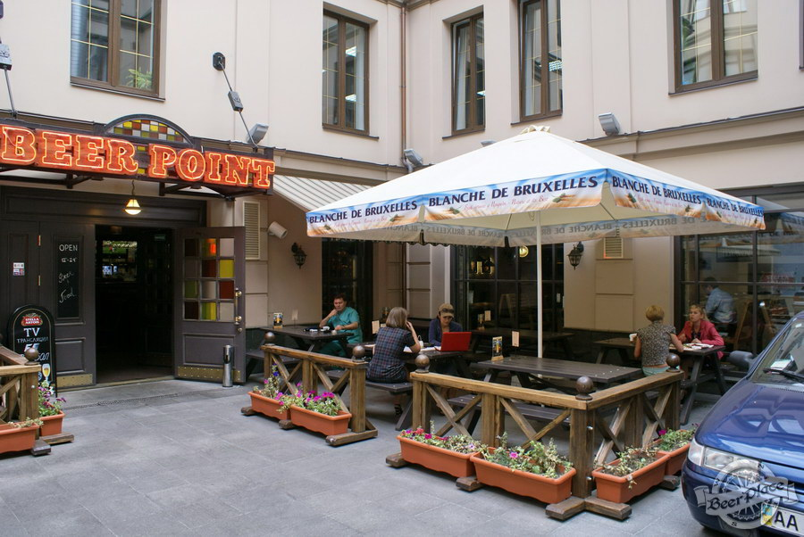 Обзор паба Beer Point  на Подоле. Фото. Летняя площадка