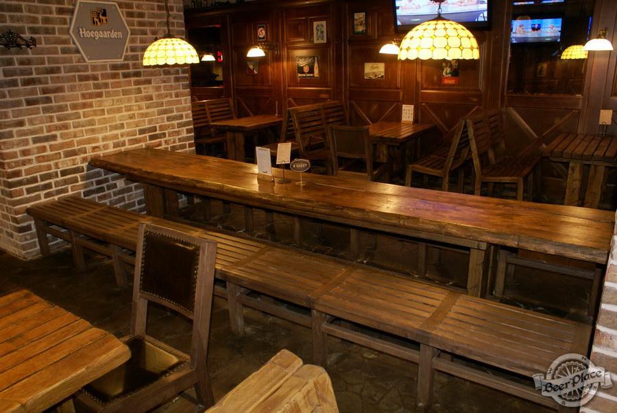 Обзор паба Beer Point  на Подоле. Фото.  Второй зал. Стол-гигант