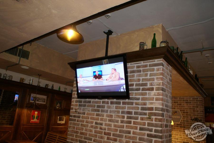 Обзор паба Beer Point  на Подоле. Фото.  Второй зал. Телевизоры