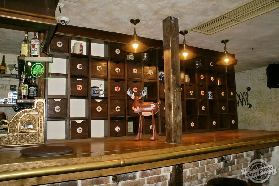 Обзор паба Beer Point  на Подоле. Фото. Стеллаж