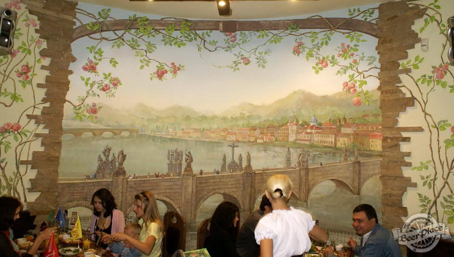 Фотообзор. Паб BeerLand - пивной остров на Виноградаре. Второй зал. Виды старинного города