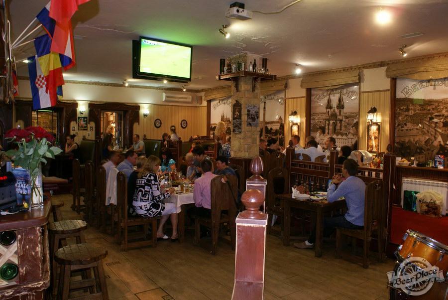 Фотообзор. Паб BeerLand - пивной остров на Виноградаре. Первый зал. Общий вид