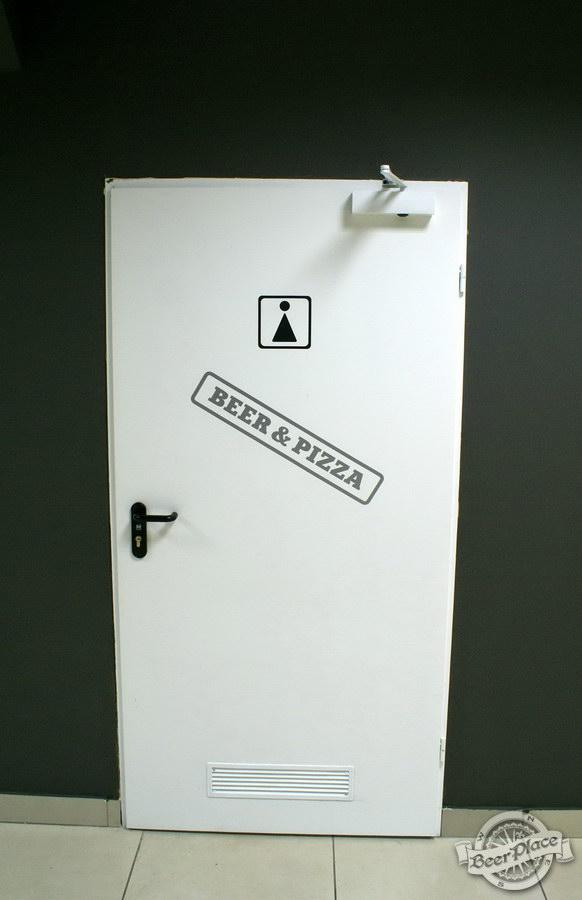 Обзор кафе Becks BeerLoft на Окружной в Ашане. Променада Парк. Дверь в туалетную комнату