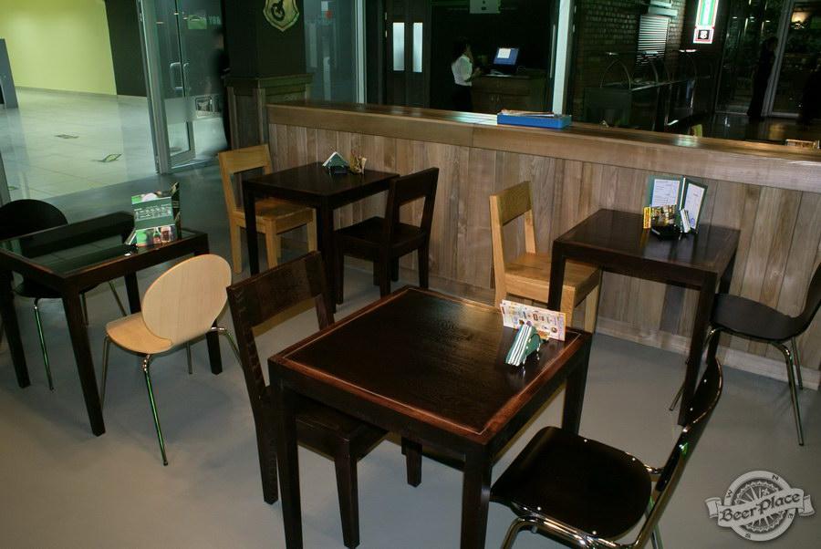 Обзор кафе Becks BeerLoft на Окружной в Ашане. Променада Парк. Основной зал. Столы в зале