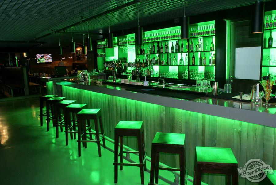 Обзор кафе Becks BeerLoft на Окружной в Ашане. Променада Парк. Основной зал. Барная стойка