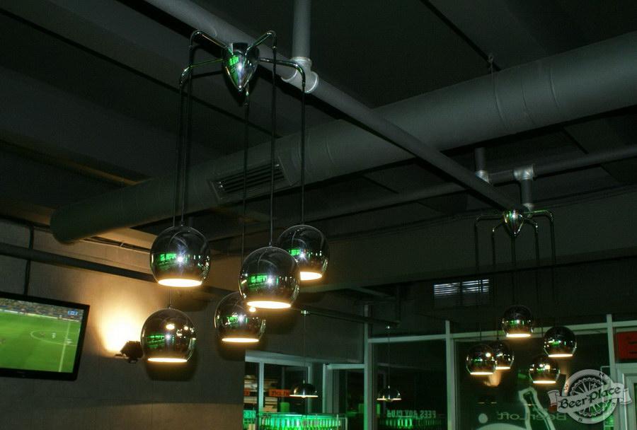 Обзор кафе Becks BeerLoft на Окружной в Ашане. Променада Парк. Основной зал. Концептуальные детали. Интересные светильники