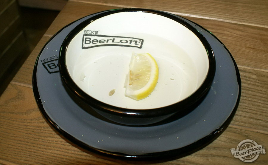 Обзор кафе Becks BeerLoft на Окружной в Ашане. Променада Парк. Вода с лимоном к пивной тарелке