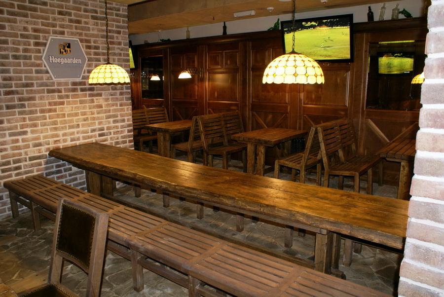 Паб Beer Point на Подоле. Длинный стол во втором зале