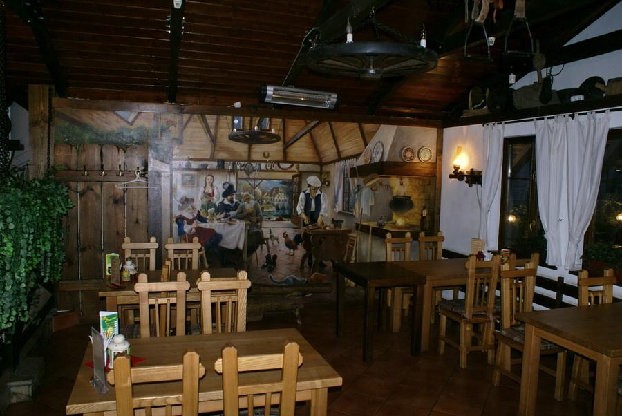 Киев. Паб-ресторан Bierloga / Бирлога. Верхний зал