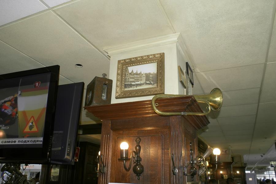 Аэропорт Борисполь. Бельгийское пивное кафе, брассерия Bon Voyage. Трубы в интерьере
