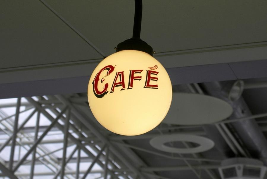 Аэропорт Борисполь. Бельгийское пивное кафе, брассерия Bon Voyage. Фонарь