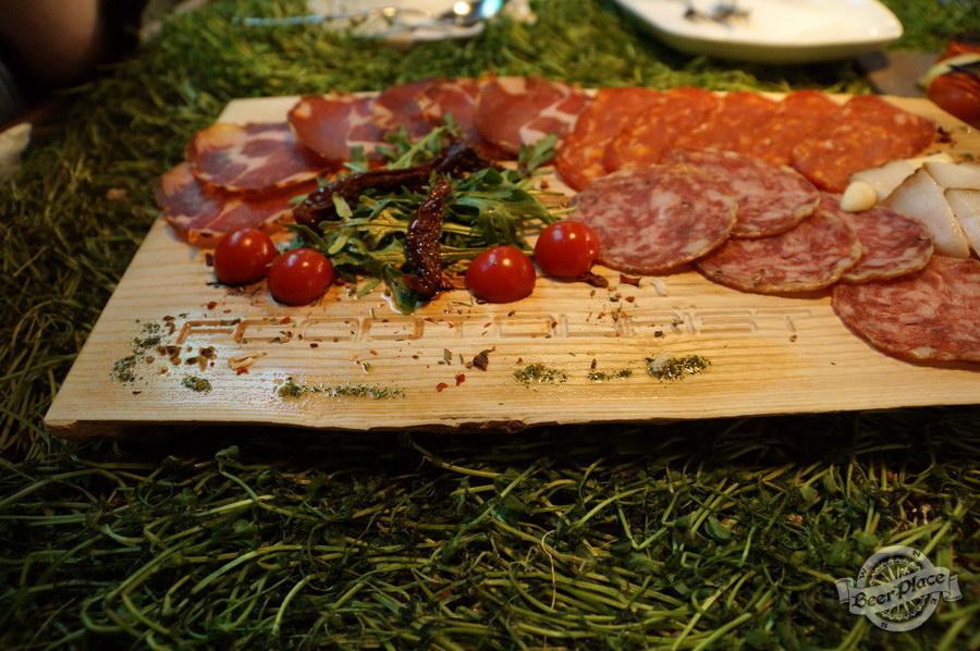 Дегустация CHTI Triple и Waterloo Triple в FOODTOURIST. Мясной сет на бреднированной доске