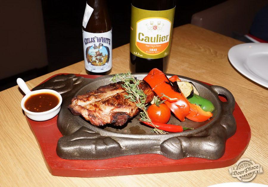 Дегустация Caulier 1842 и Celis White в FoodTourist. Стейк из индюшки с овощами жареными на гриле