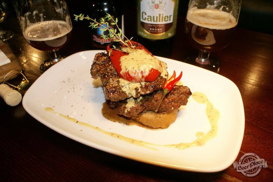 Дегустация пива Caulier Brune и Augustijn Donker в пабе Гастророк. Пепер стейк с печёными перцем и сливочно-горчичным соусом