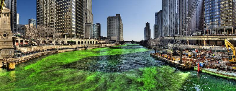 Река Чикаго на День Святого Патрика в 2009 году