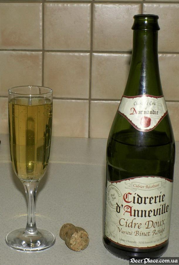 Французский сидр в Киеве. Cidre Doux Variete Binet Rouge. Сидр в стакане