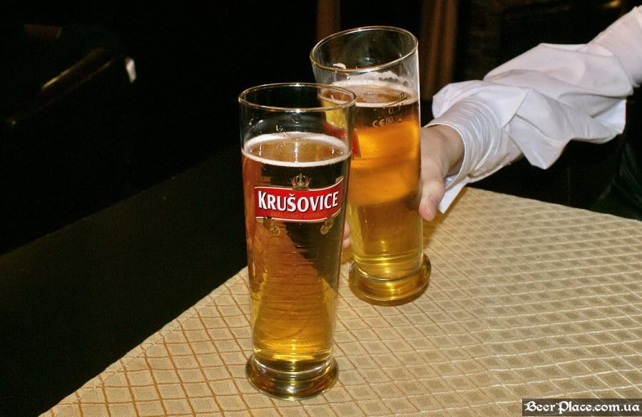 Краш-тест. Паб Башта, Киев. Микуленецьке пиво в бокалах Krusovice