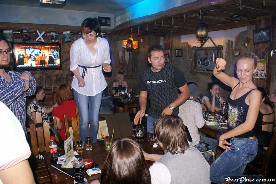 Паб Дороти. Киев. Фото. Танцы на столах