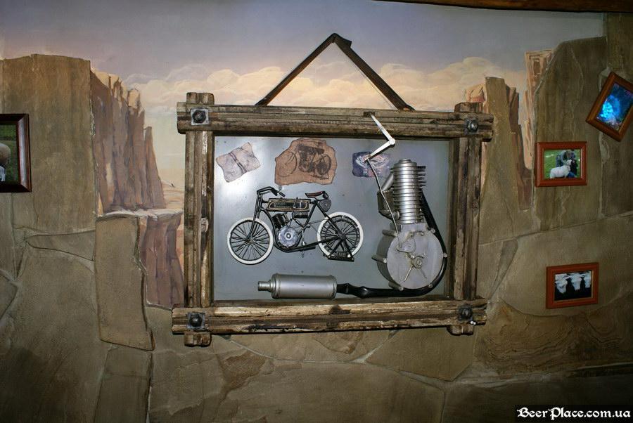 Паб Дороти. Киев. Фото. Мотоцикл