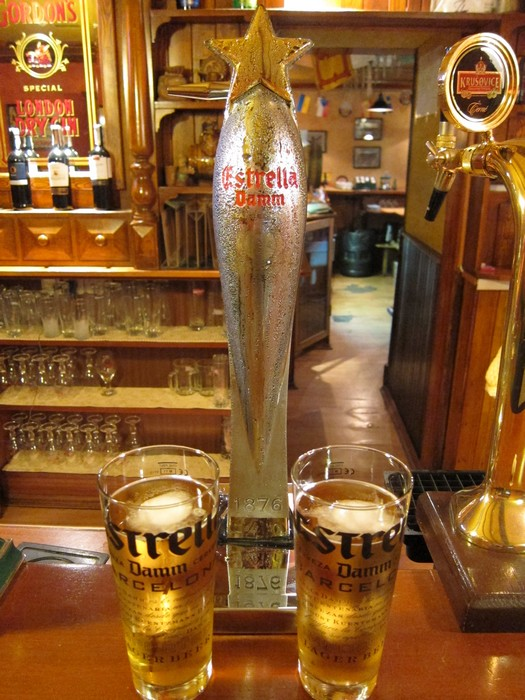 Испанское пиво Estrella Damm в O'BRIEN'S