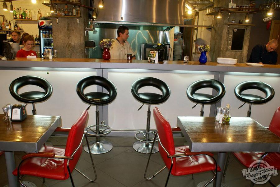 Гастрономический бар Барсук. Фото. Столики за барной стойкой
