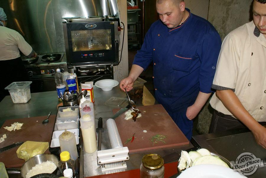 Гастрономический бар Барсук. Фото. Лук, опята и красный перчик