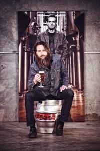 Борода пивовара помогает ему заниматься благотворительностю