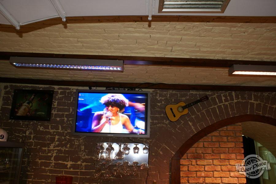 Обзор паба Guita Bar | Гитар Бар. Телевизоры на стенах