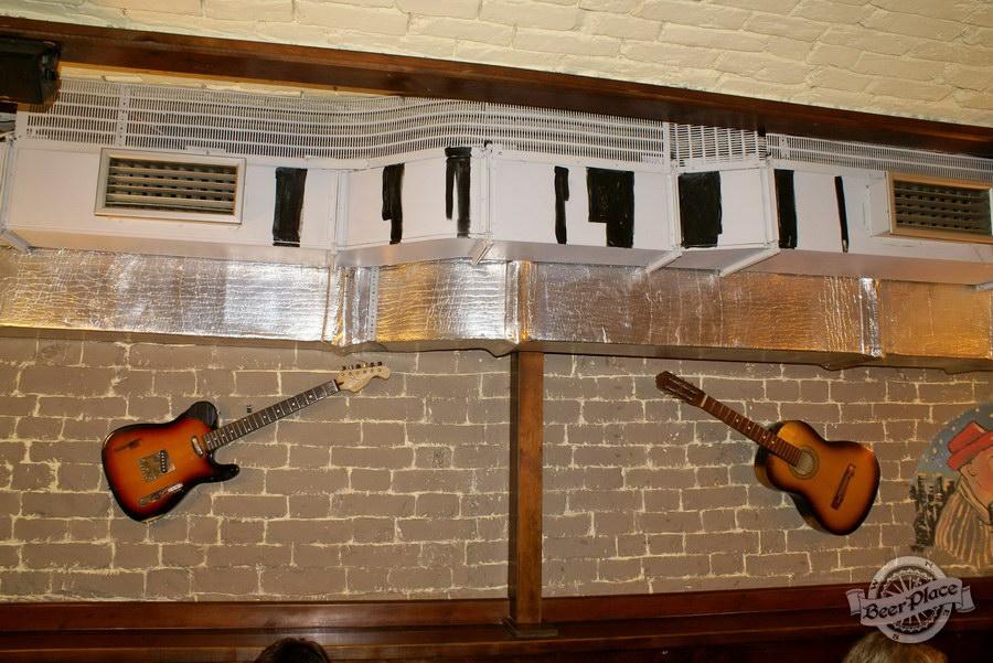 Обзор паба Guita Bar | Гитар Бар. Гитары на стенах