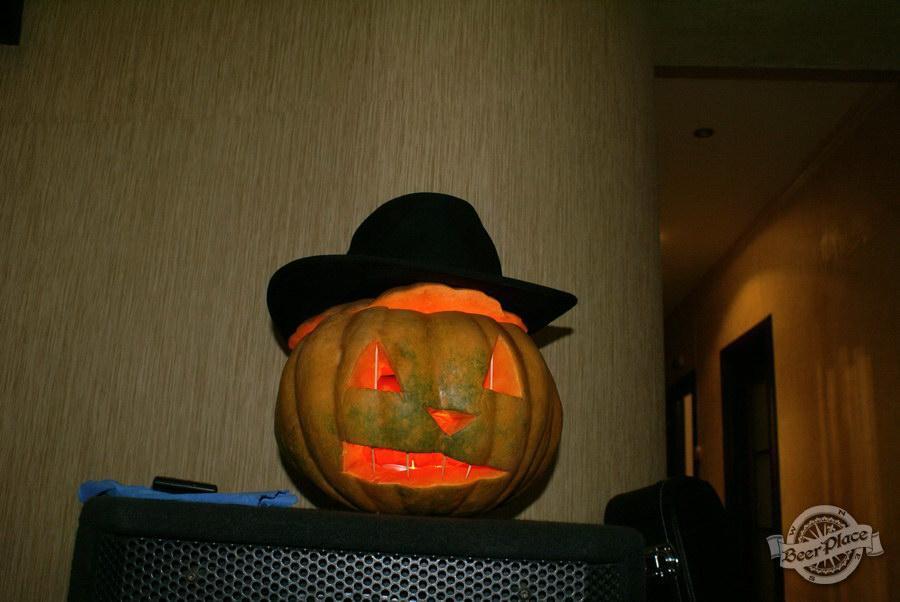 Halloween | Хэллоуин 2011. Паб Рыжая Корова. Тыква
