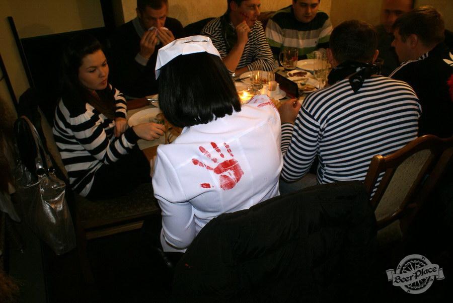 Halloween | Хэллоуин 2011. Паб Рыжая Корова. Главное чтобы костюмчик сидел!