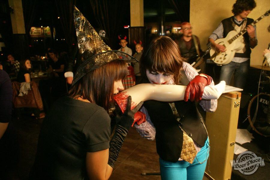Halloween | Хэллоуин 2011. Паб Рыжая Корова. Нога!