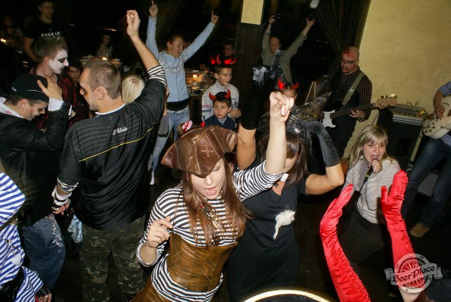 Halloween | Хэллоуин 2011. Паб Рыжая Корова. Танцы!