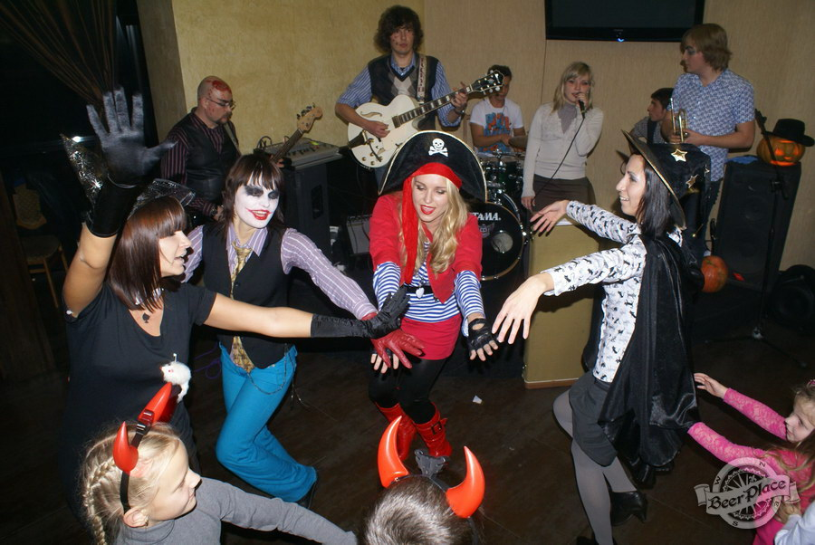 Halloween | Хэллоуин 2011. Паб Рыжая Корова. Хороводы