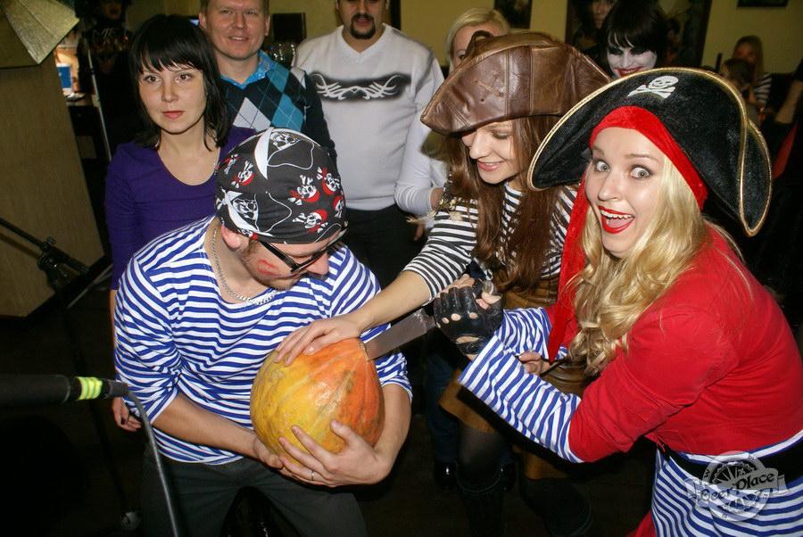 Halloween | Хэллоуин 2011. Паб Рыжая Корова. Тыквааааа!