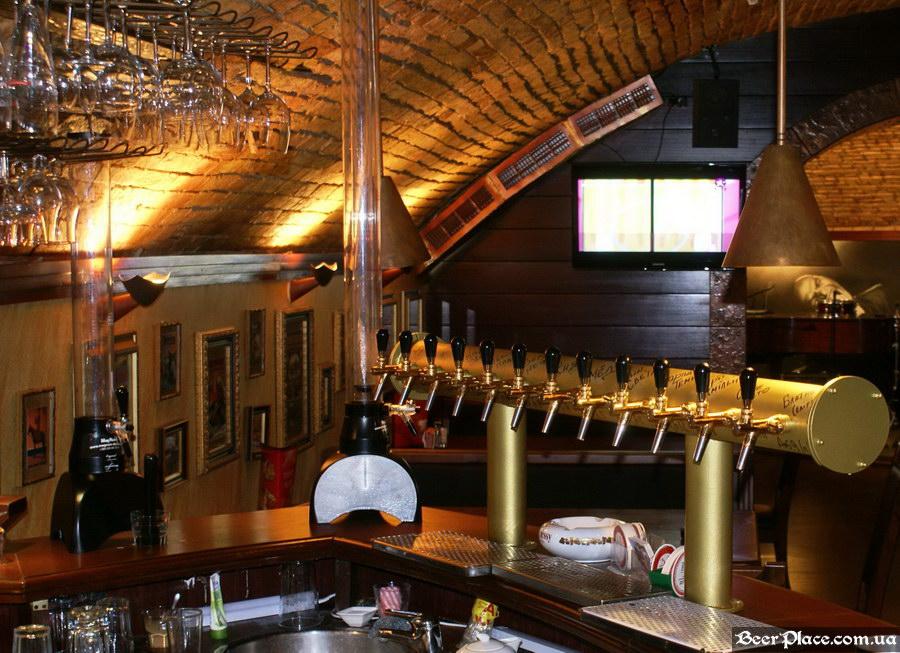 Паб-ресторан Картина Маслом. Киев. Обзор. Фото. Второй зал. Пивная колонна