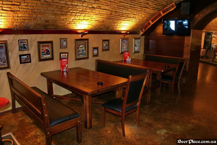 Паб-ресторан Картина Маслом. Киев. Обзор. Фото. Второй зал. Массивные столы