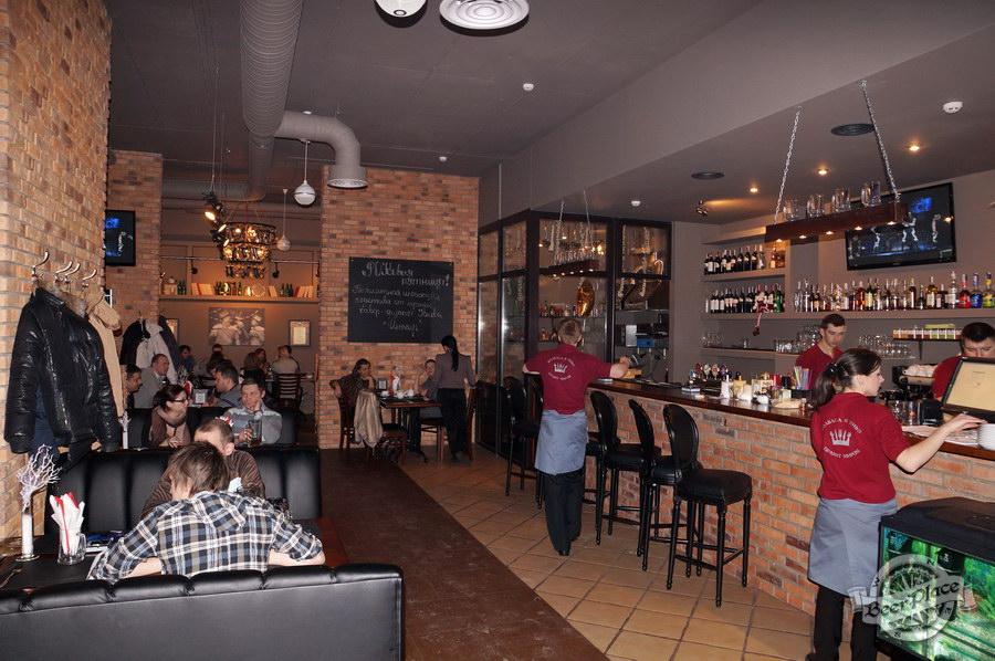 Обзор паба-ресторана Короли Колбас и Пива. Барная стойка