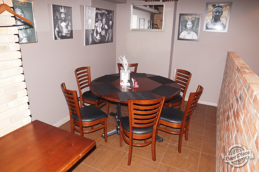 Обзор паба-ресторана Короли Колбас и Пива. Круглый стол короля Артура