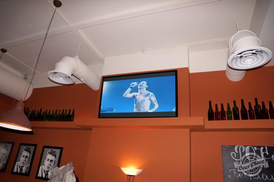 Обзор паба-ресторана Короли Колбас и Пива. Плазмы во третьем зале