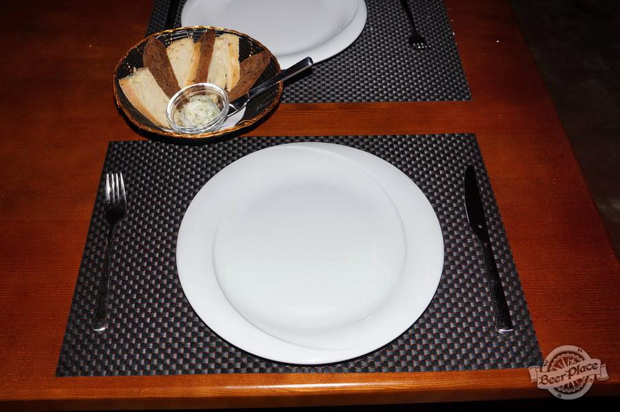 Обзор паба-ресторана Короли Колбас и Пива. Сервировка стола