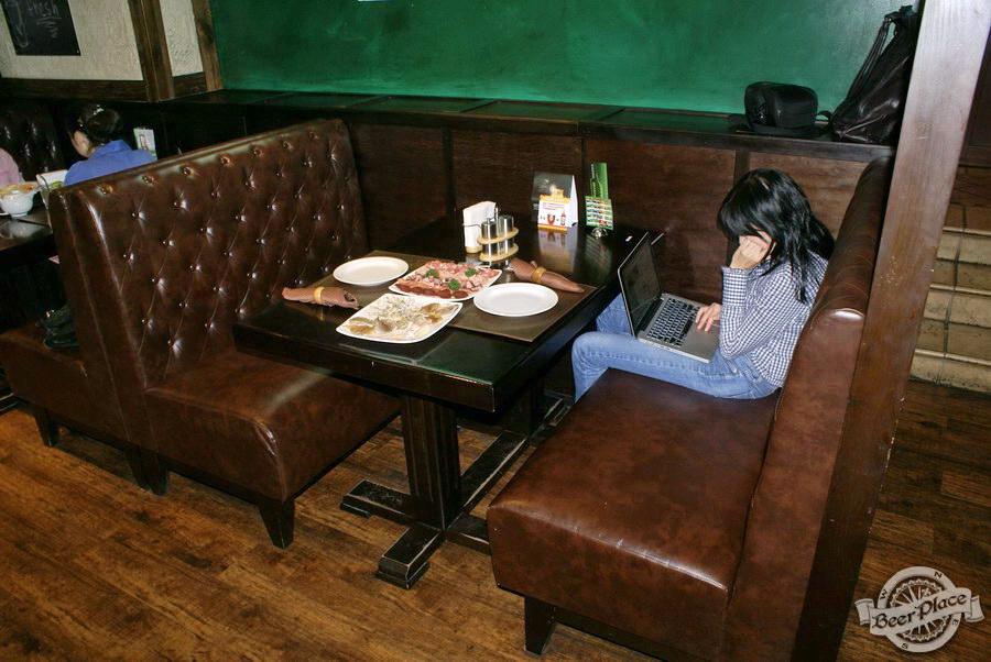 Обзор Лаки Паб | Lucky Pub. Фото. Первый зал. Мягкие диваны