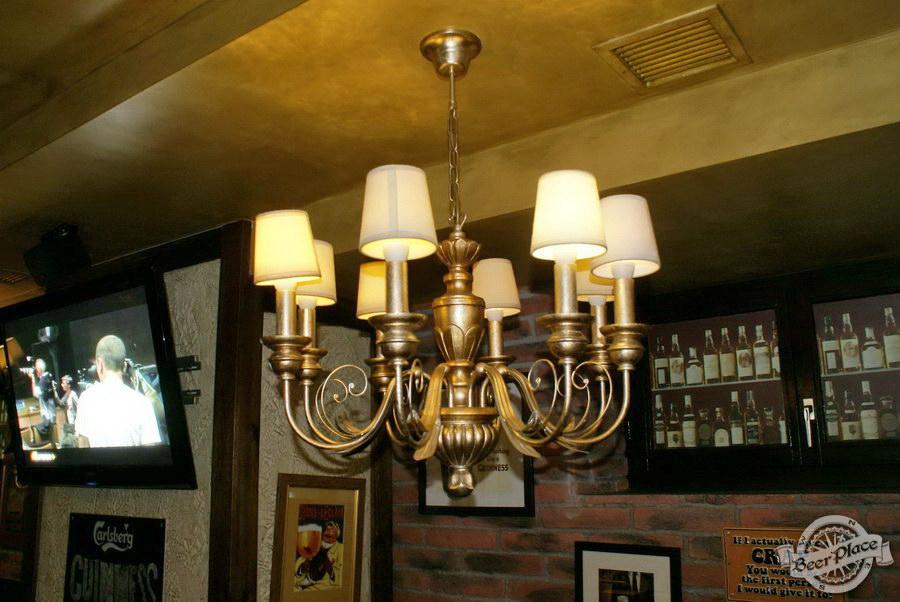 Обзор Лаки Паб | Lucky Pub. Фото. Первый зал. Люстра