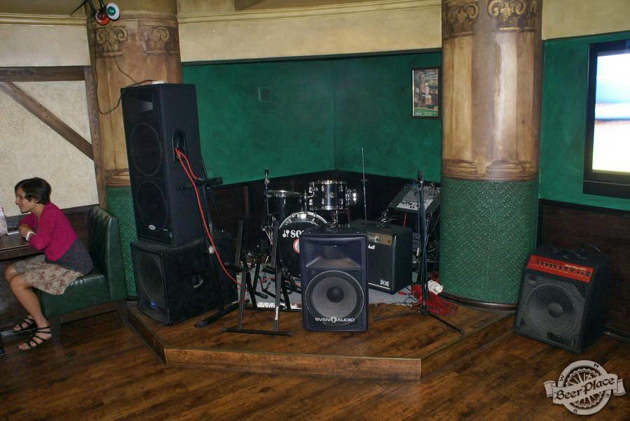 Обзор Лаки Паб | Lucky Pub. Фото. Второй зал. музыкальные инструменты